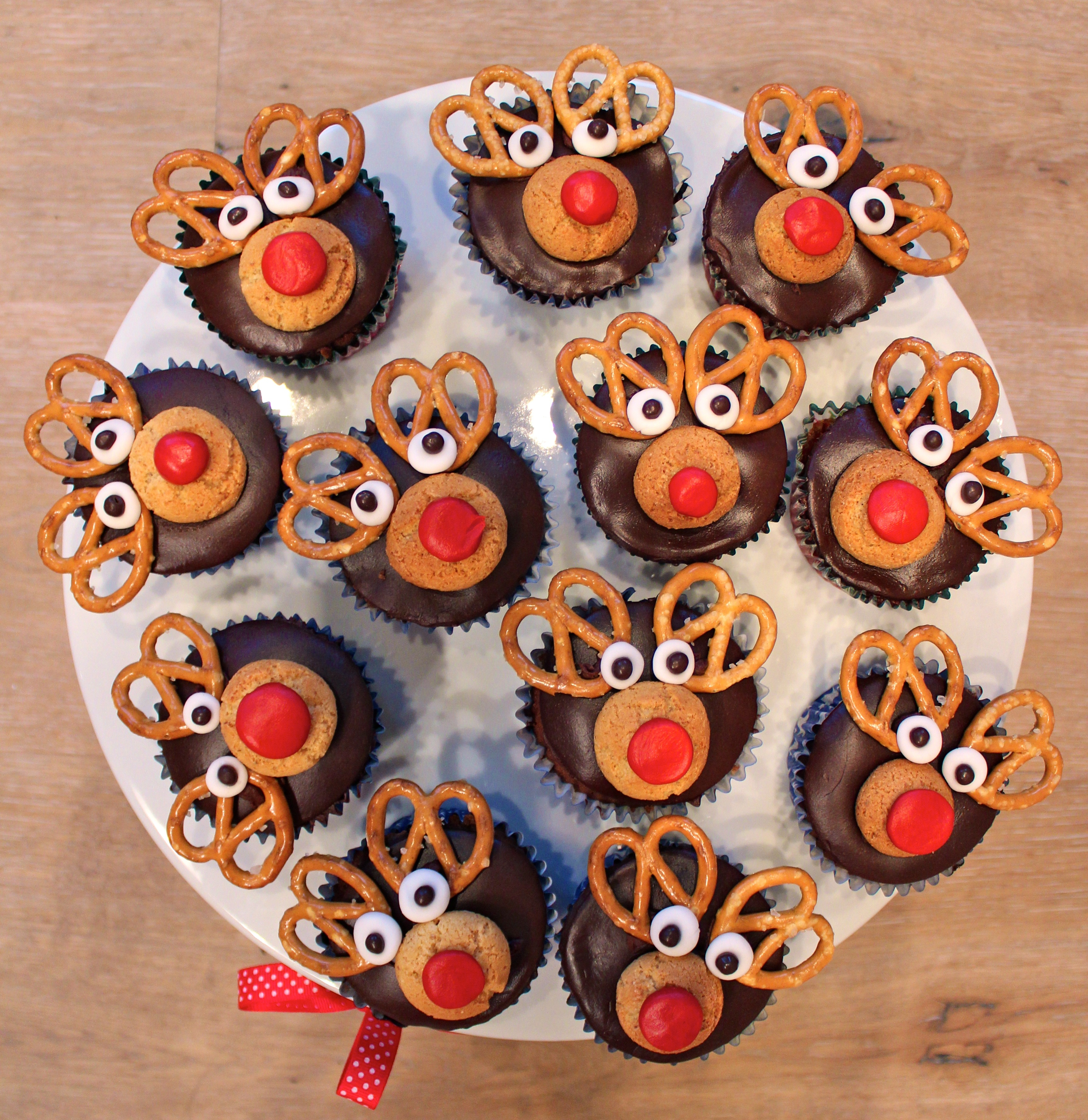 end of year reindeer cupcakes