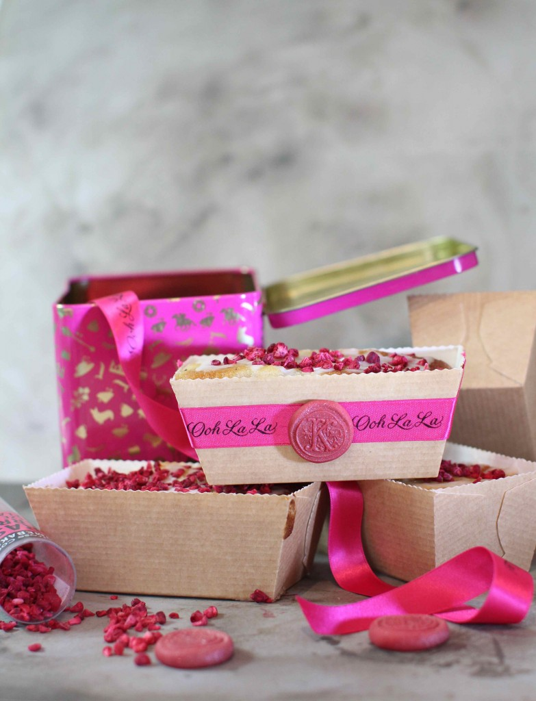 DIY monogram and rose petal loaf cakes