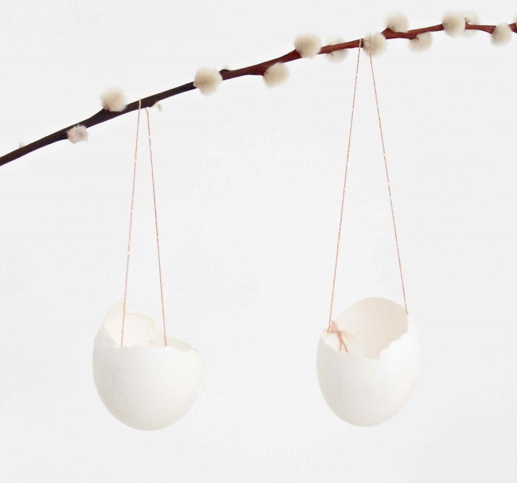 Eggshell hanging vases