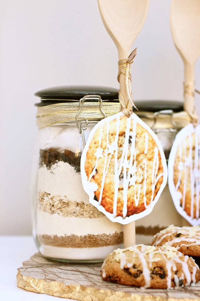 Spiced Christmas cookies in a jar