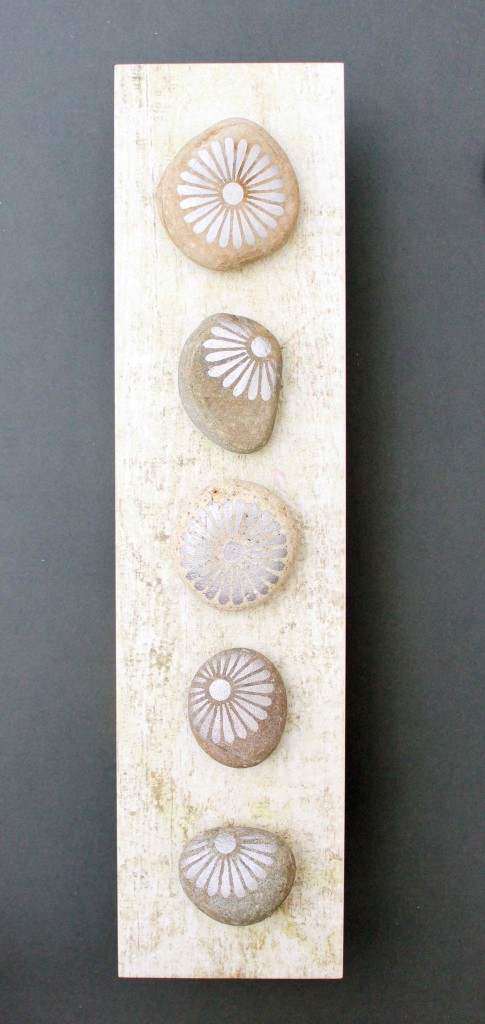 Decorated silver pebbles