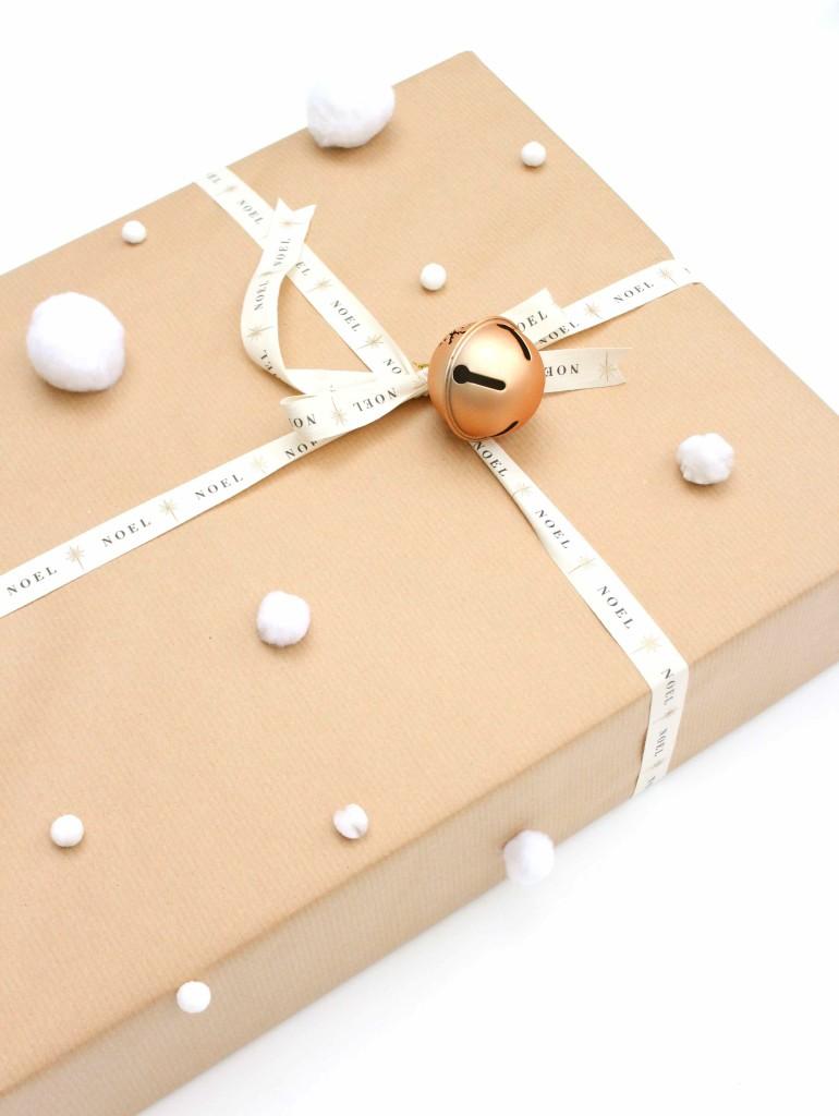 DIY Snowball Giftwrap