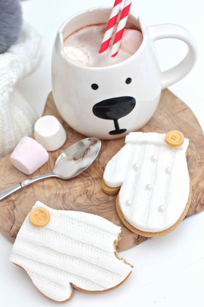 Knitted cookies for winter