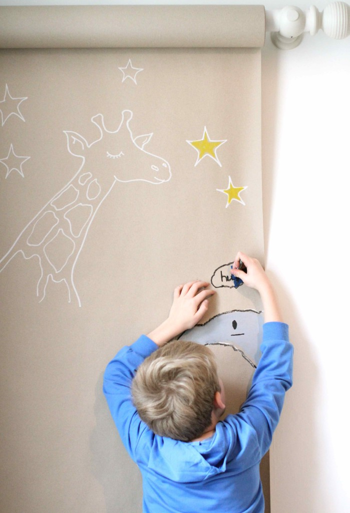 Wall-hung drawing paper rolL!